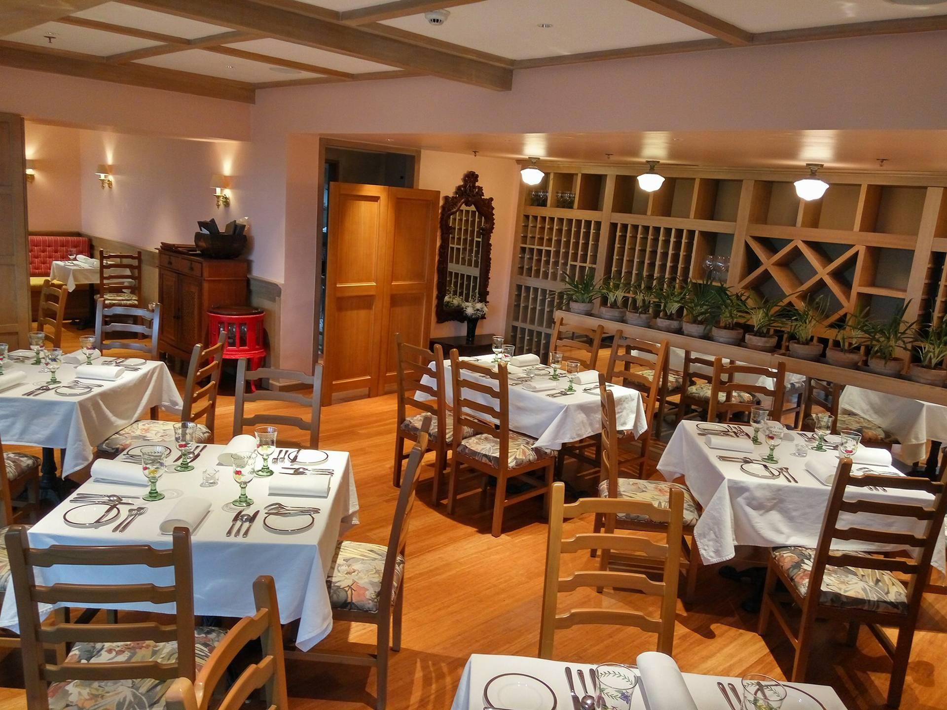 Lemuria Restaurant and Wine Bar, The Plaza at Arya Residences, McKinley Parkway, Bonifacio Global City, Taguig - 1